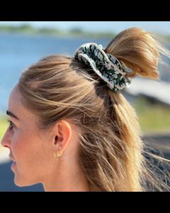Lilje Scrunchie – Blomstermix 18 - Grøn - By Stær.